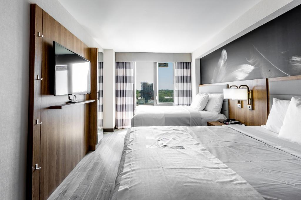 A bed or beds in a room at Hotel Ninety Five - JFK Airport