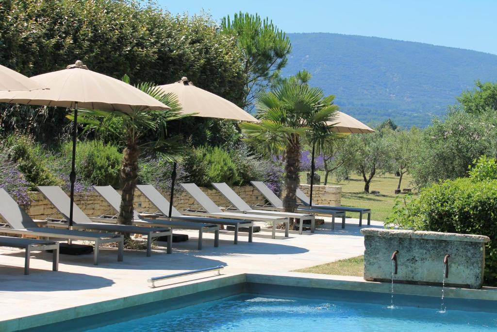 The swimming pool at or near Le Clos Les Eydins