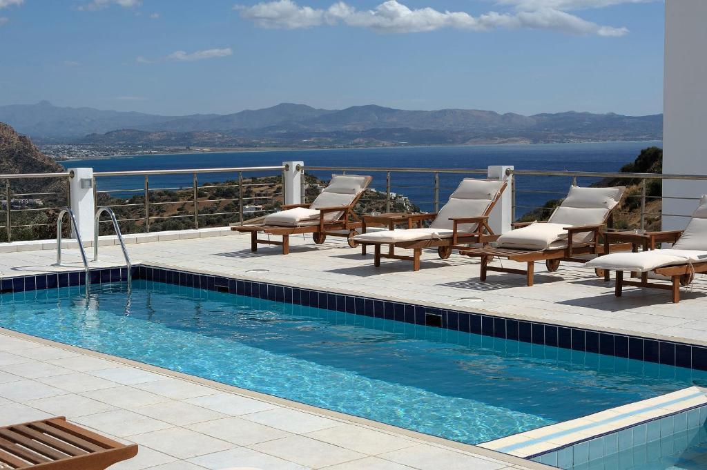 The swimming pool at or near Lenikos Resort