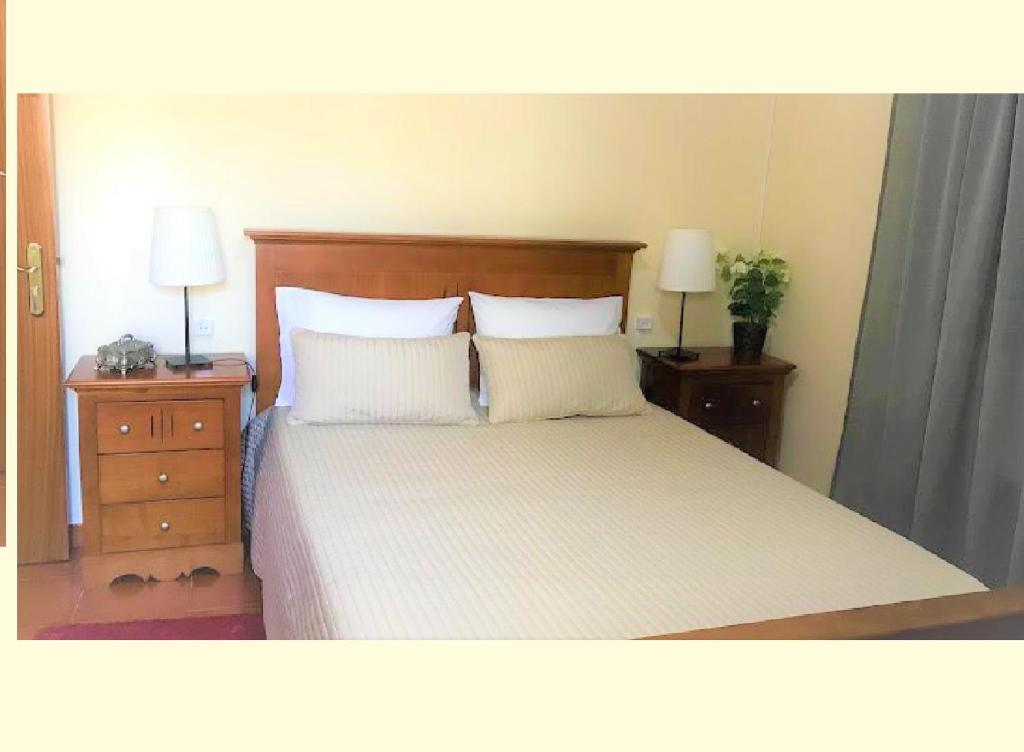 A bed or beds in a room at casa largo do cruzeiro