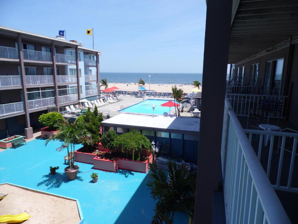 A view of the pool at Flagship Oceanfront or nearby