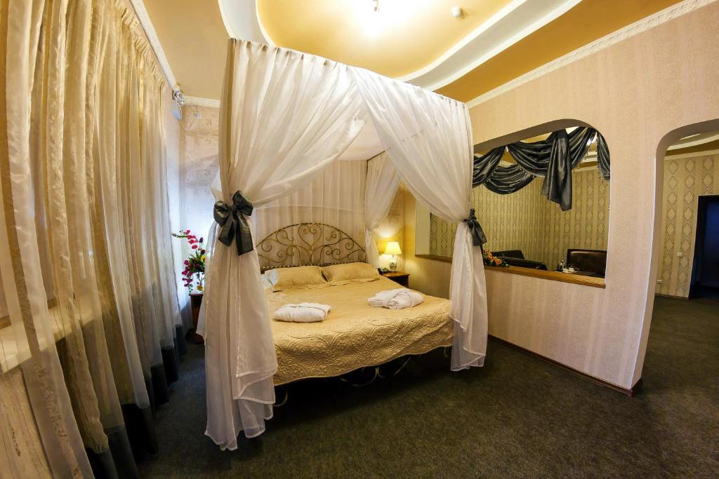 A bed or beds in a room at Ani Hotel