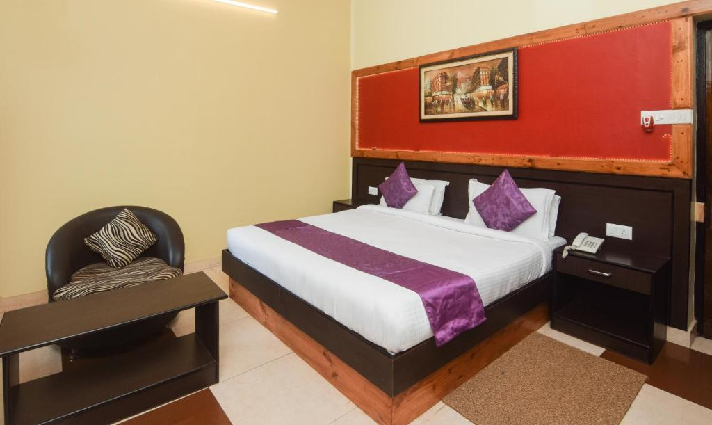A bed or beds in a room at Treebo Trend Select Varuna