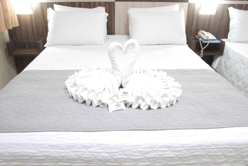 A bed or beds in a room at Hotel Real