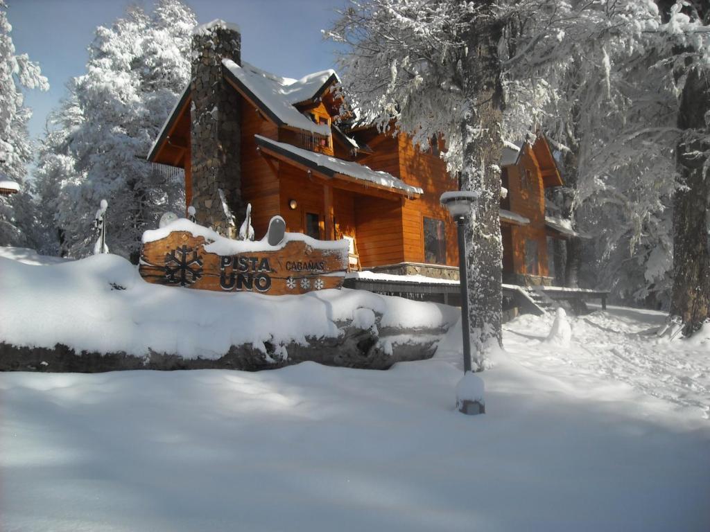 Cabañas Pista Uno Ski Village durante el invierno