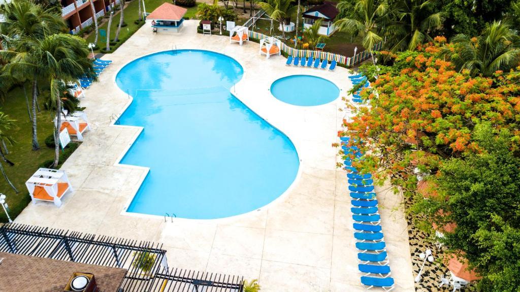 Una vista de la pileta en BelleVue Dominican Bay - All Inclusive o alrededores