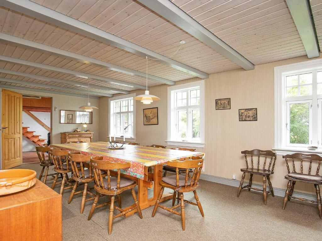 Five-Bedroom Holiday home in Thyholm 2