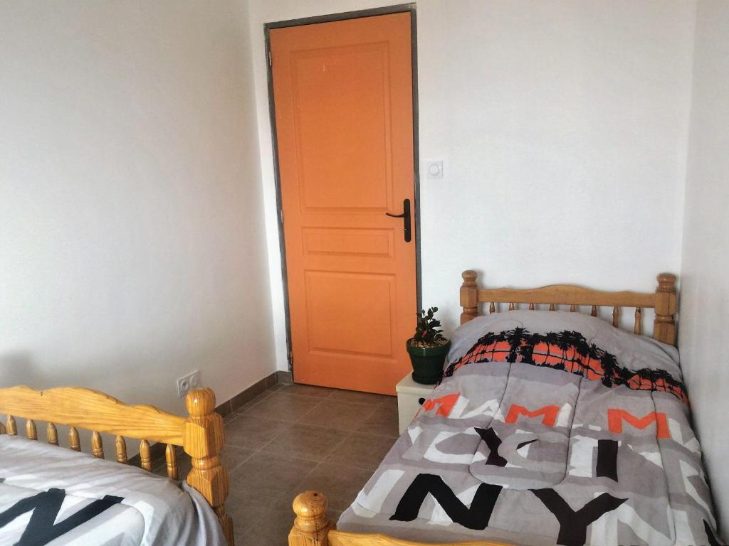 Chambre Chocolat Et Vert Anis bed and breakfast l'île au trésor : chambre, le monastier
