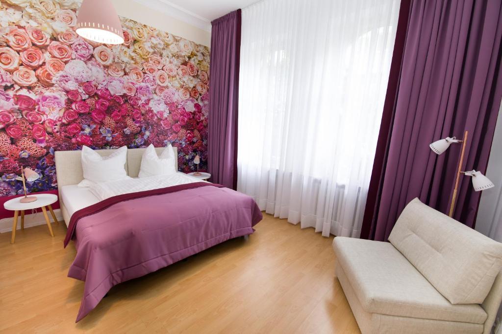 Ein Bett oder Betten in einem Zimmer der Unterkunft Hotel Reverey * kontaktloser Self Check-In *