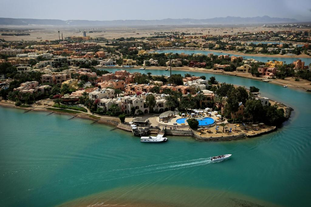 A bird's-eye view of Hotel Sultan Bey Resort