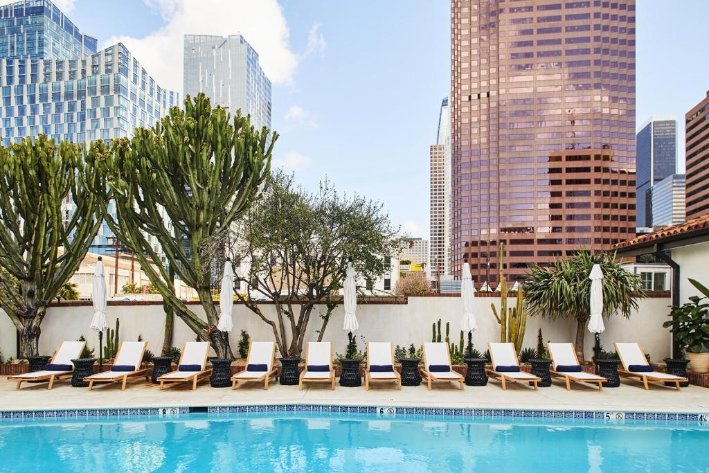 The swimming pool at or close to Hotel Figueroa Downtown Los Angeles