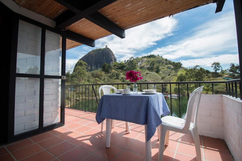 A balcony or terrace at Ecolodge Bahia del Peñón