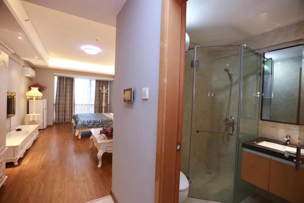 A bathroom at Changsha Haocheng Condo Hotel