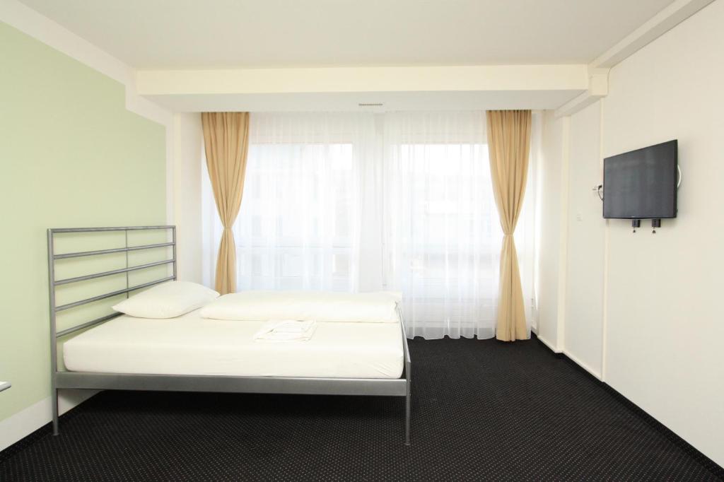 Ein Bett oder Betten in einem Zimmer der Unterkunft Primestay Apartmenthaus Zürich Altstetten