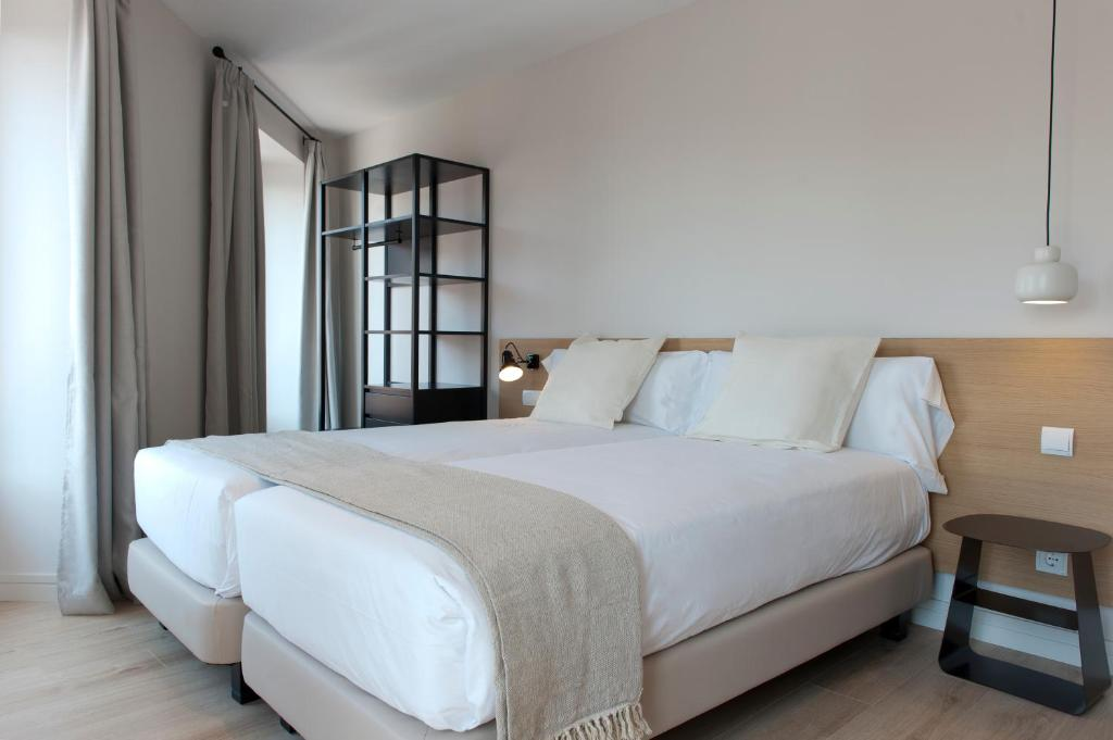 A bed or beds in a room at MH Apartments Central Madrid