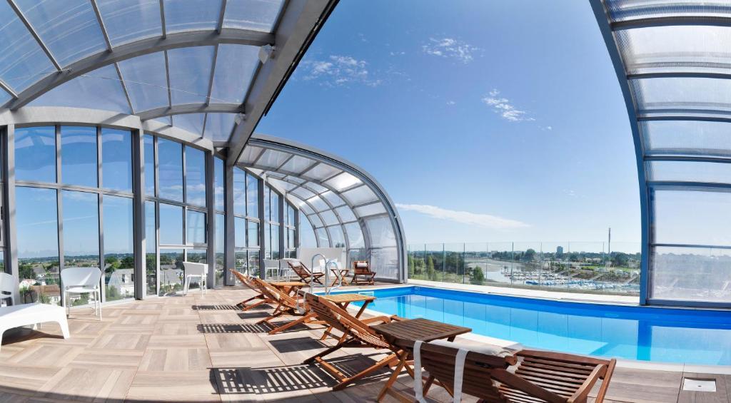 Der Swimmingpool an oder in der Nähe von Westotel Le Pouliguen