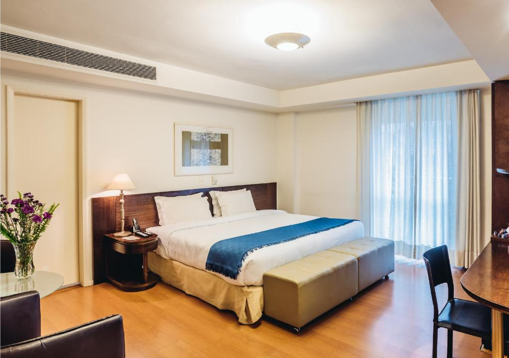 A bed or beds in a room at Own Ipanema Visconti