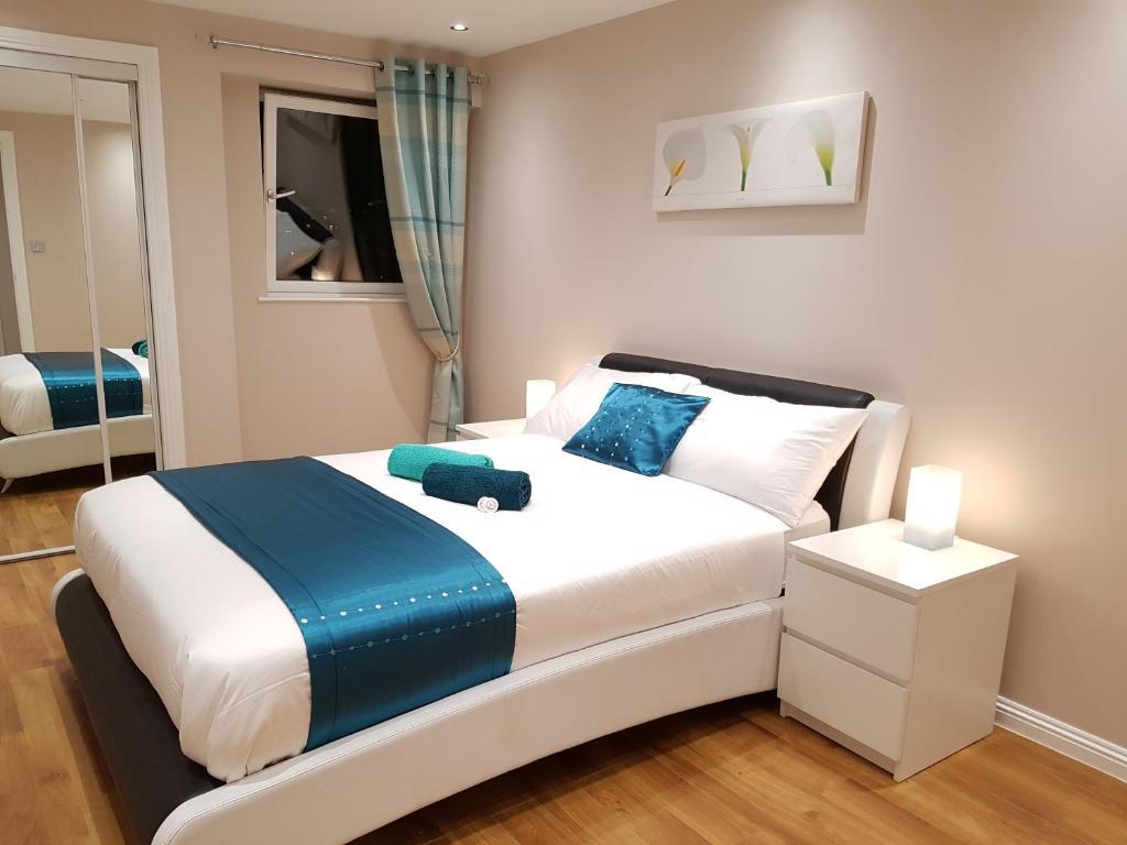 Glasgows City Centre Refined 3 Bedroom Apartment Glasgow