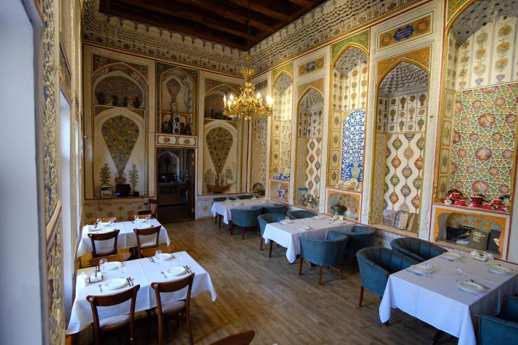 A restaurant or other place to eat at Lyabi House Hotel