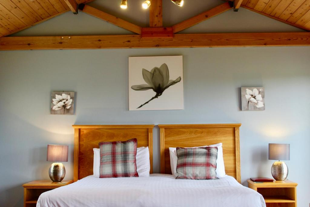 A bed or beds in a room at Overstone Park Hotel, Golf & Leisure Resort