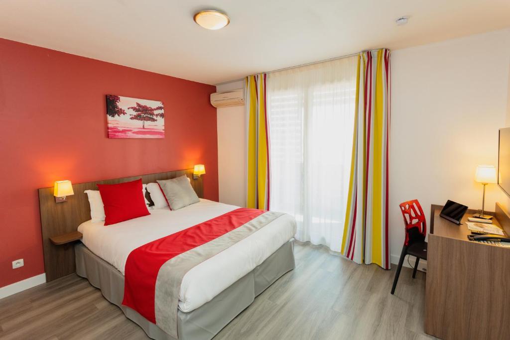 Un ou plusieurs lits dans un hébergement de l'établissement Appart-Hôtel Mer & Golf City Perpignan Centre
