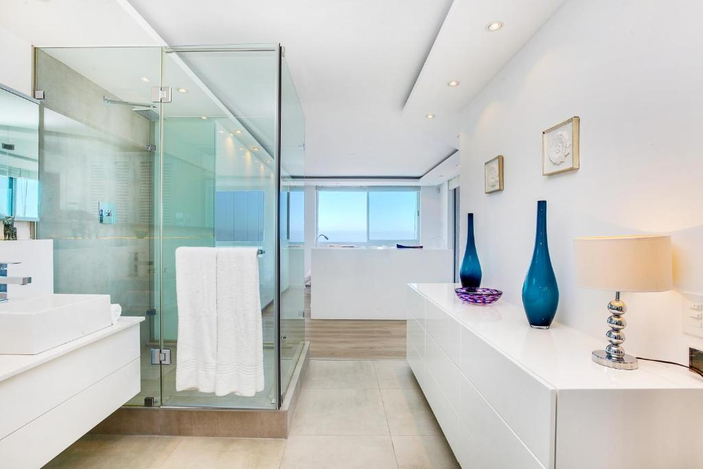 Apartment 16 on Nautica, Cape Town, South Africa - Booking.com on southern living bathroom designs, tommy bahama bathroom designs, valentino bathroom designs, disney bathroom designs, restoration hardware bathroom designs, candice olson bathroom designs,