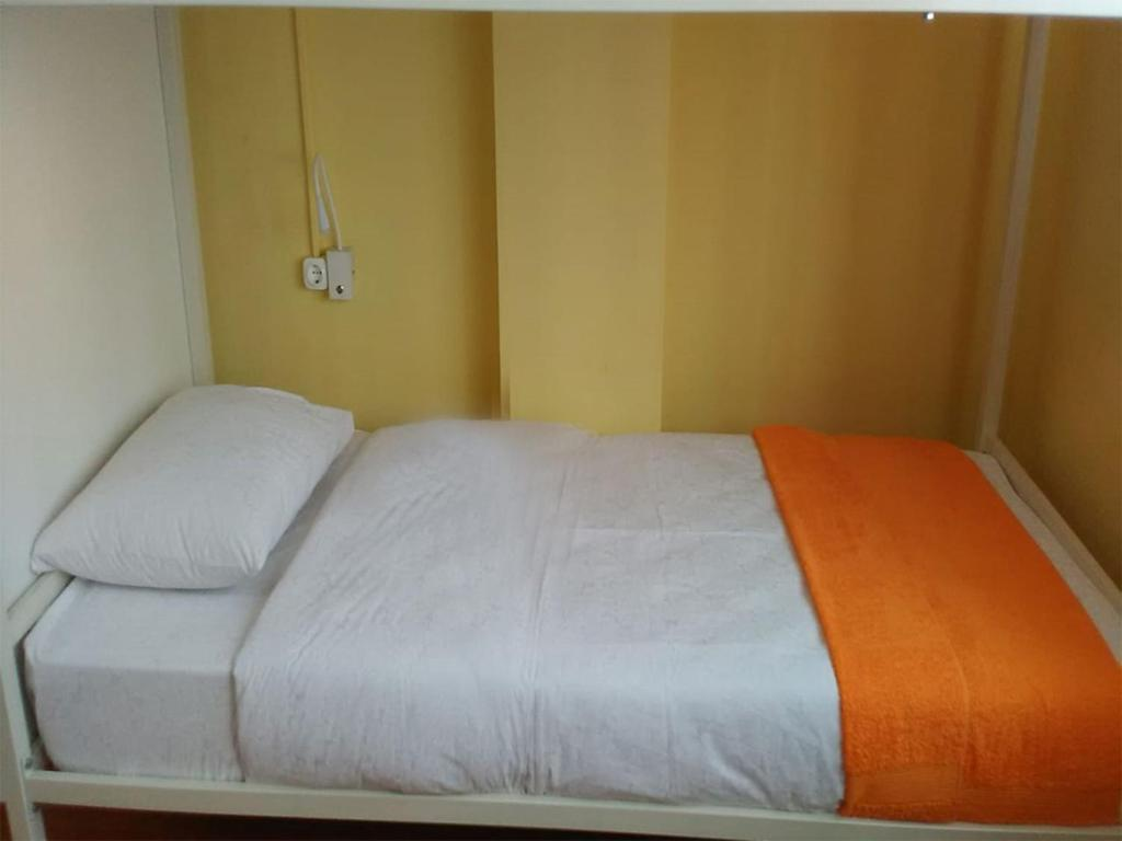 A bed or beds in a room at Hostel Uyutnyy Dom