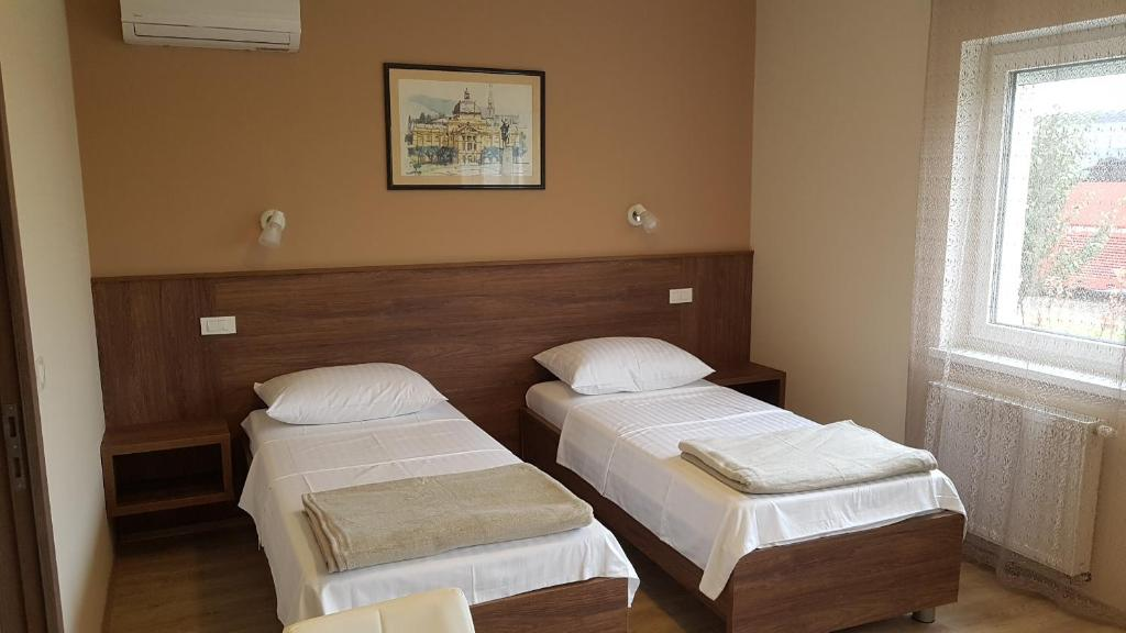 Uma cama ou camas num quarto em Rooms Pleška near Zagreb Airport