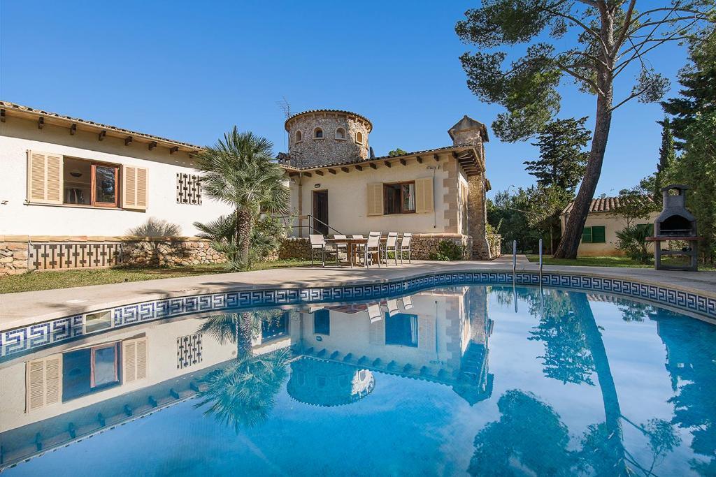 The swimming pool at or close to Villa Falco