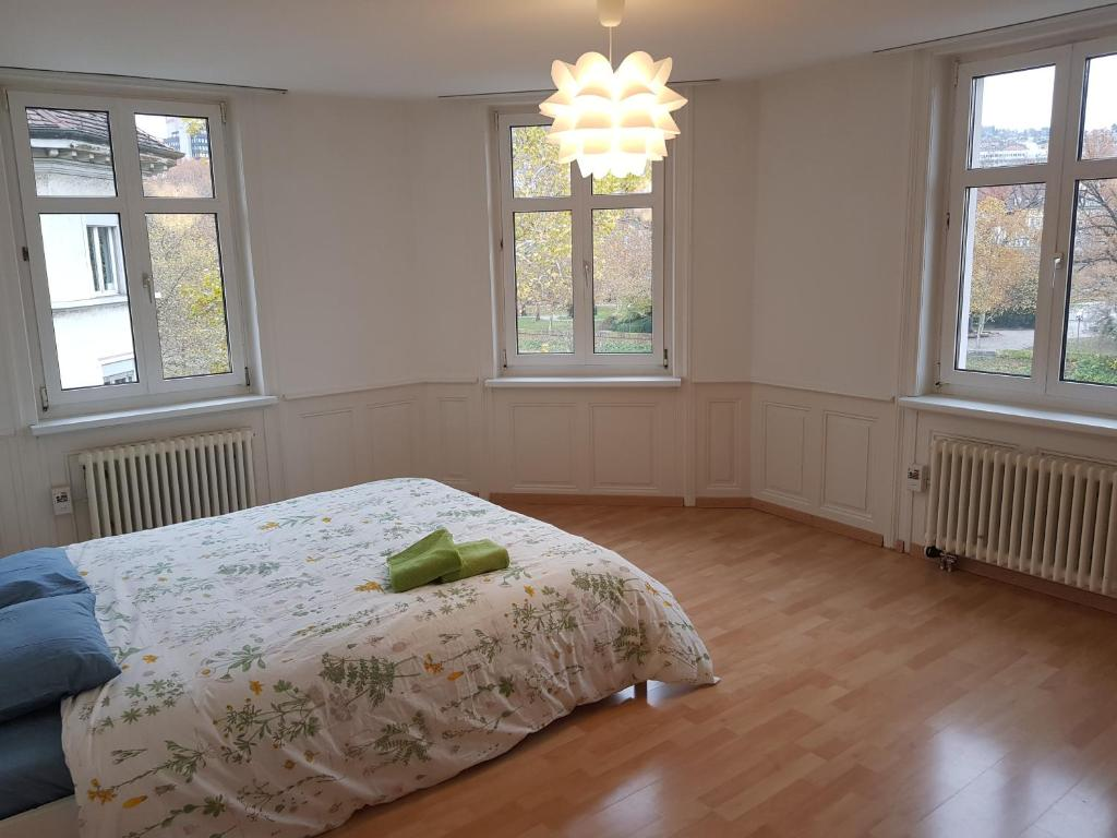A bed or beds in a room at Homestay Zurich City