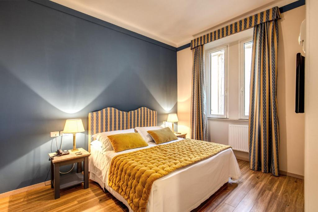 A bed or beds in a room at Hotel Clodio