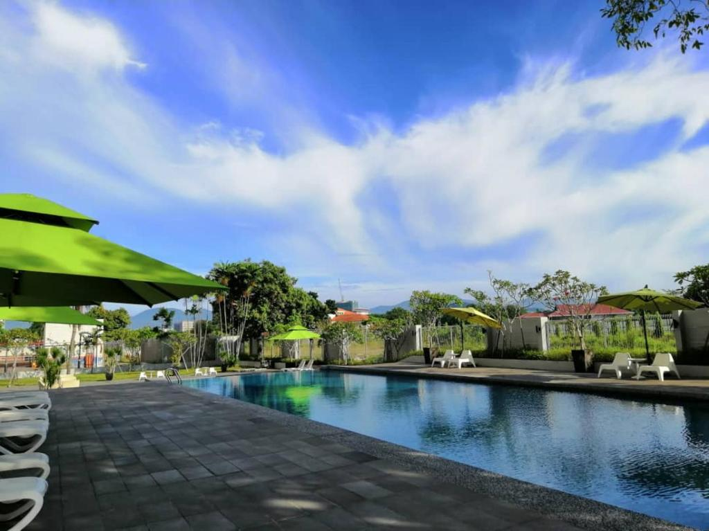 The swimming pool at or close to Impiana Hotel Ipoh