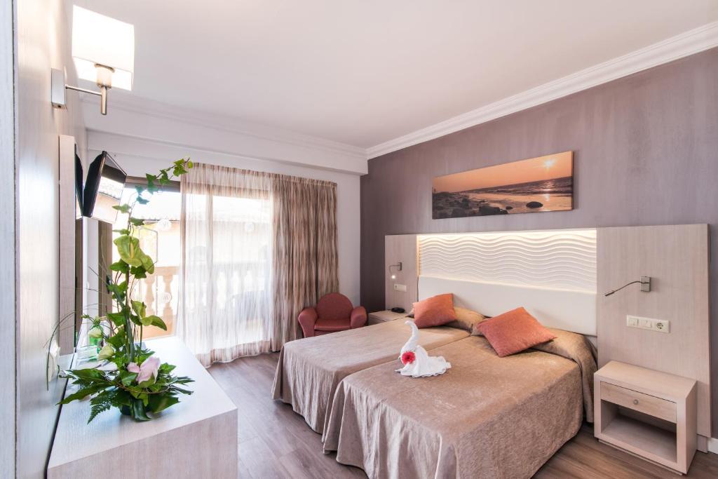 Een bed of bedden in een kamer bij Hotel Baviera