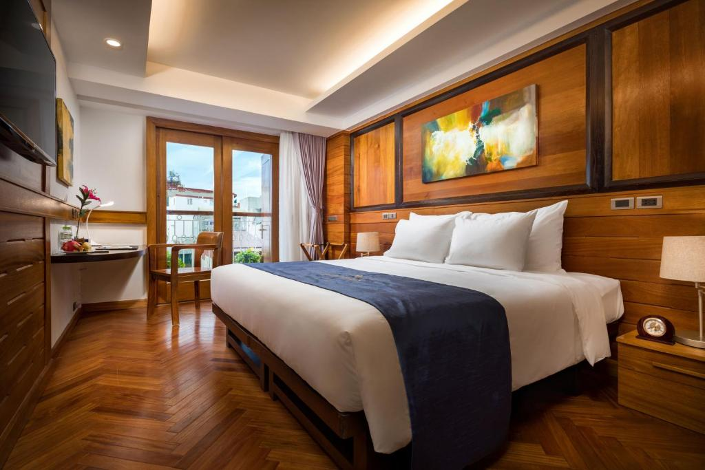 A bed or beds in a room at Hai Bay Hotel & Restaurant