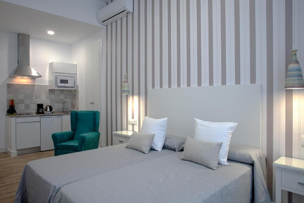 เตียงในห้องที่ Hotel Apartamentos MPD