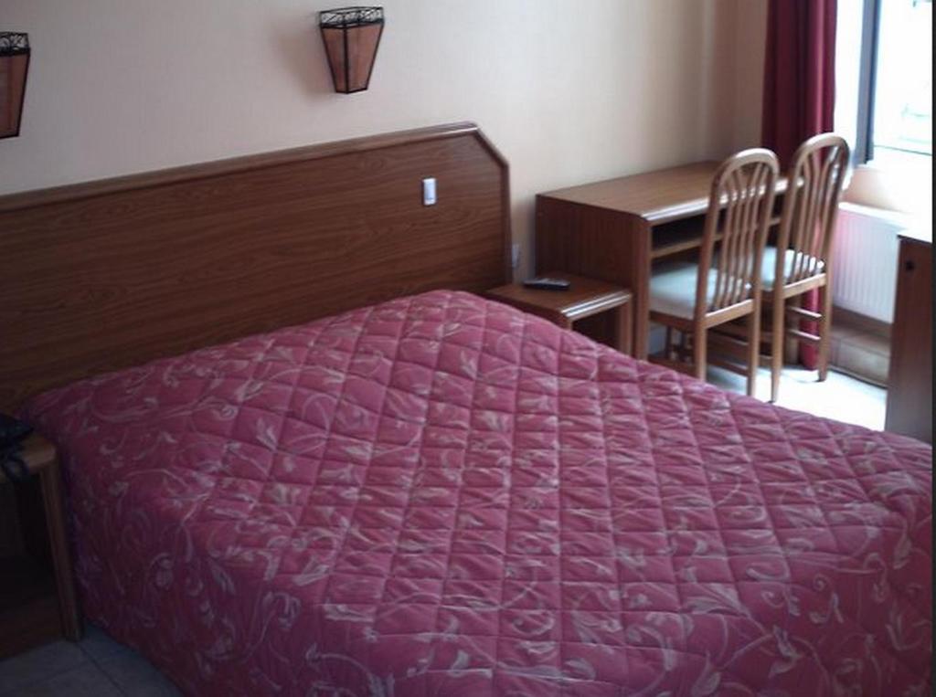 Cama o camas de una habitación en Paris Hôtel Le Mediterraneen