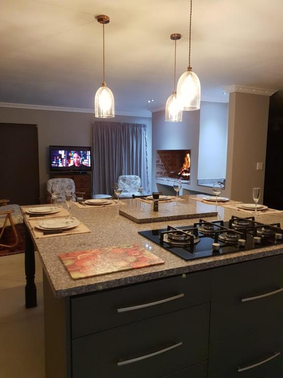 A kitchen or kitchenette at 18 Patrys Crescent