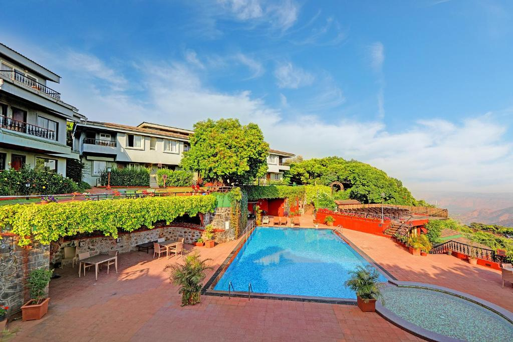 A view of the pool at Ramsukh Resorts or nearby