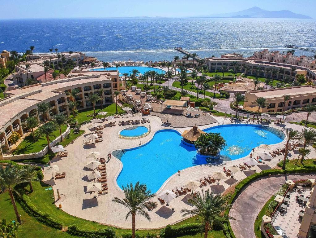 A view of the pool at Cleopatra Luxury Resort Sharm El Sheikh or nearby