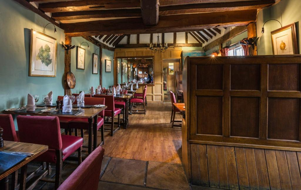 A restaurant or other place to eat at The Bell Inn Hotel