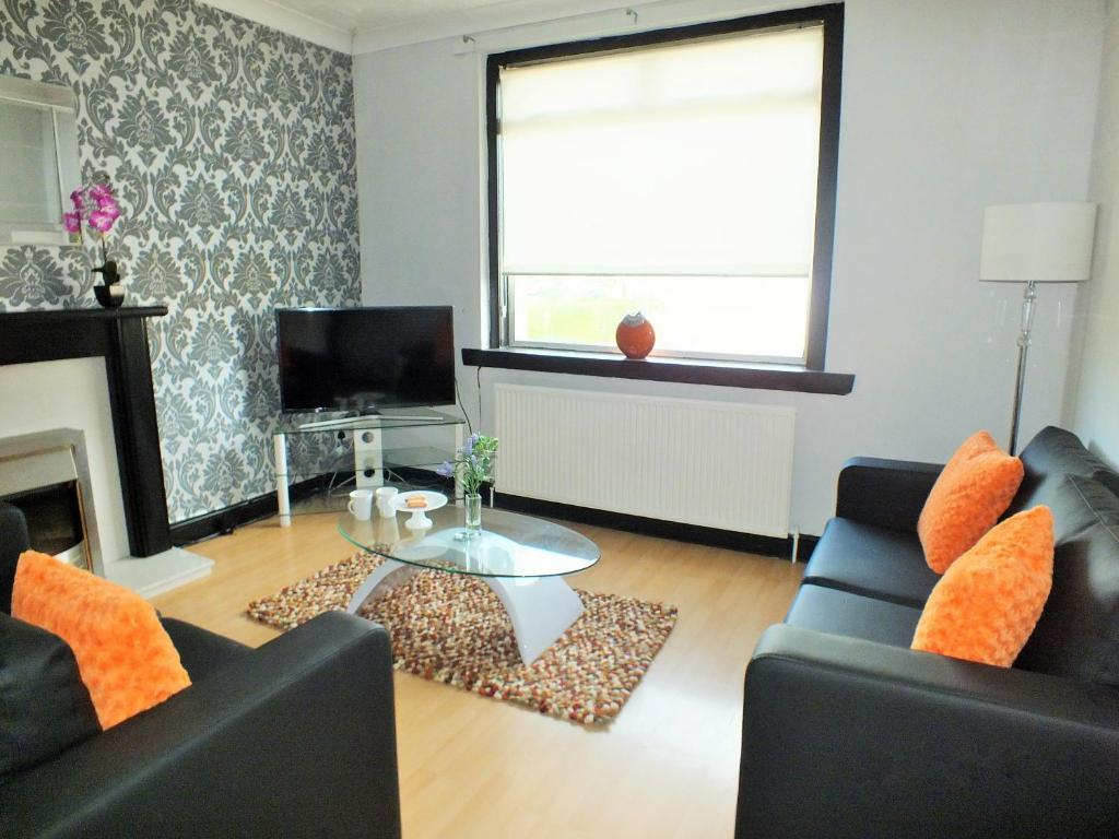 A seating area at HLS - Sunnyside Apartment
