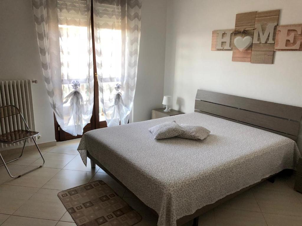 Un pat sau paturi într-o cameră la Chibia Apartment