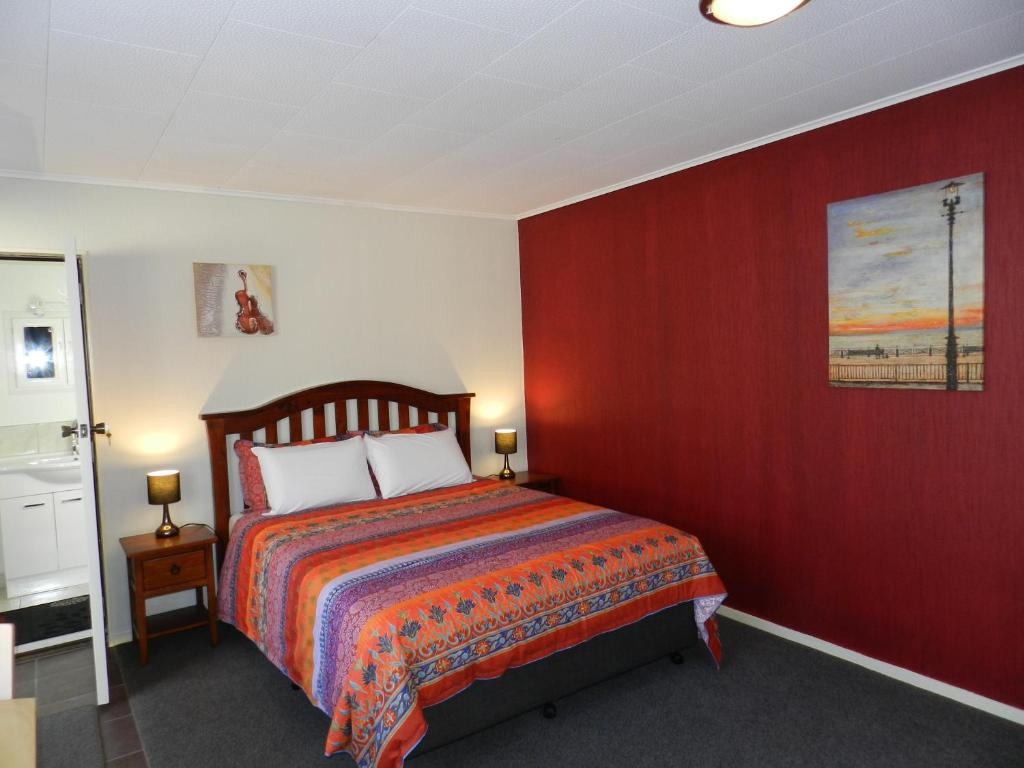 A bed or beds in a room at Studio @14 - Motueka