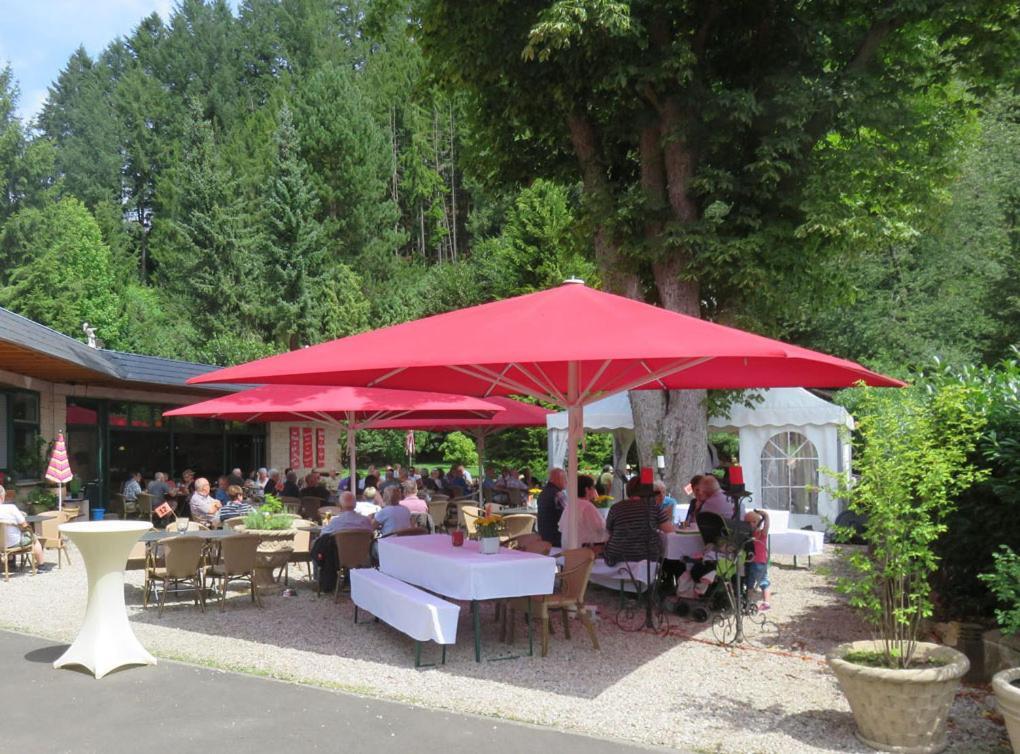 Ein Restaurant oder anderes Speiselokal in der Unterkunft Diamanthotel Idar-Oberstein
