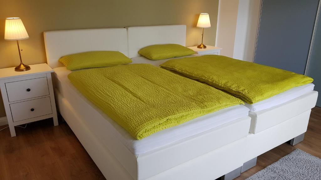 Ein Bett oder Betten in einem Zimmer der Unterkunft Bergische Idylle