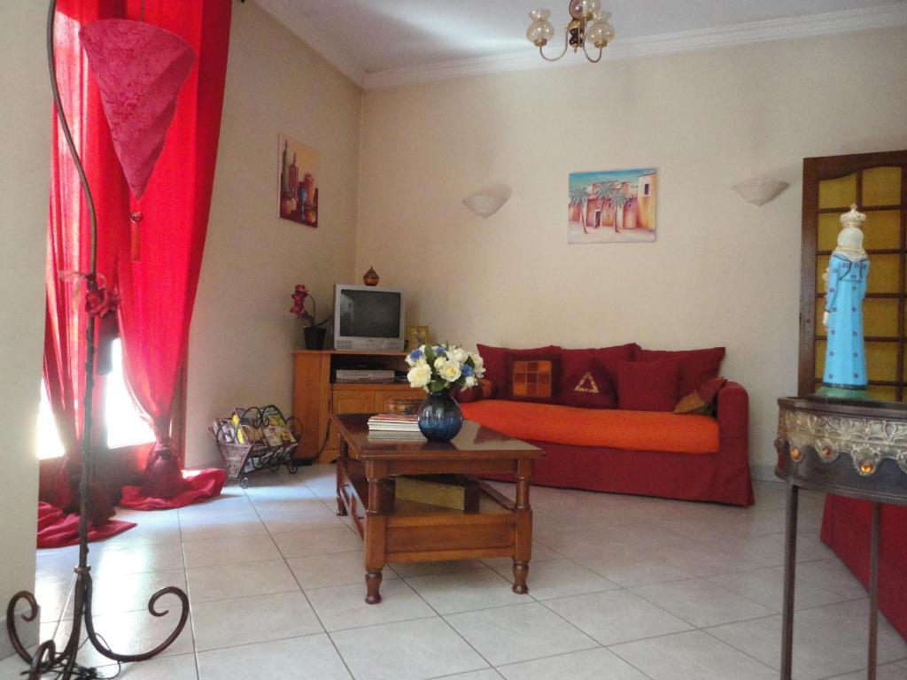 A seating area at Casa Ghjulia & Anna Lia