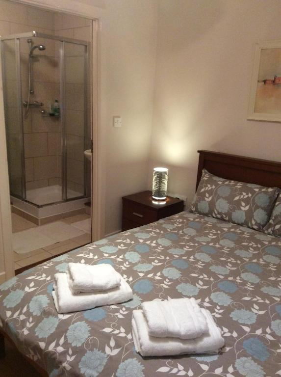 A bed or beds in a room at James Gate Apartments