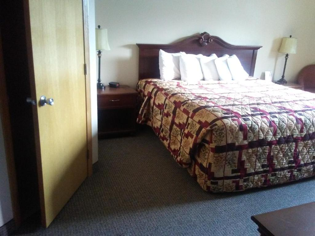 Knights Inn and Suites - Grand Forks