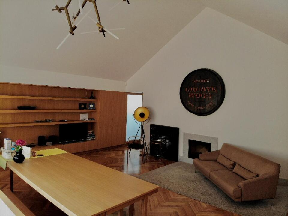 Гостиная зона в Groove-Wood Loft