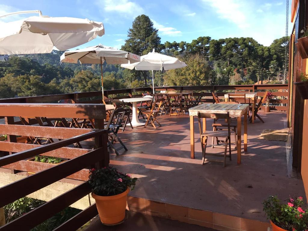 A restaurant or other place to eat at Pousada da Brigida